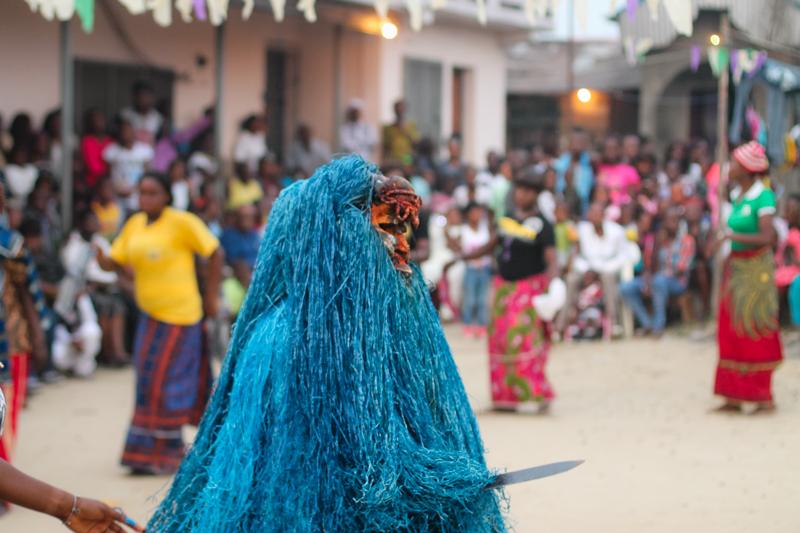 Masquerade, Bakana