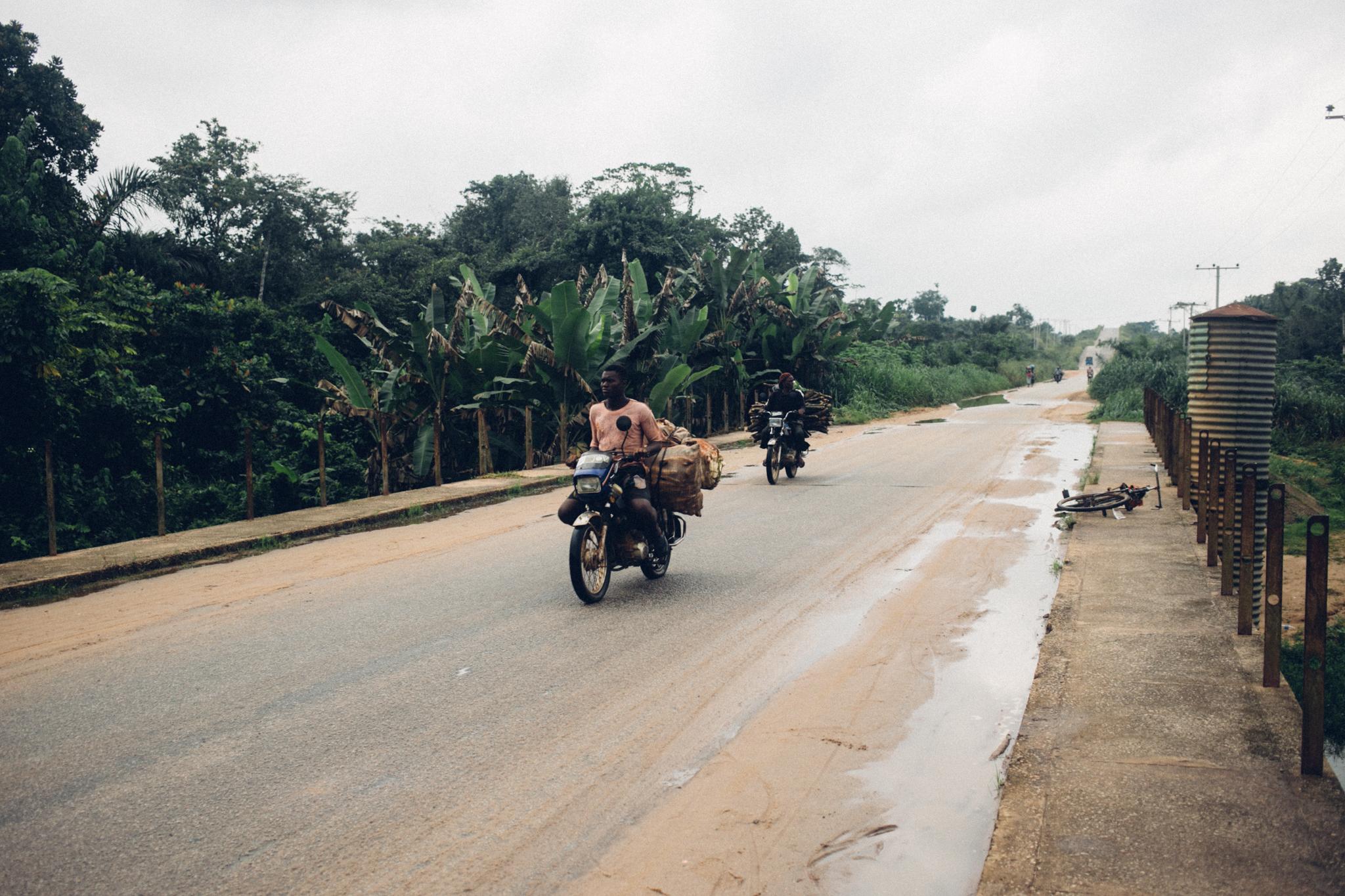 Motorcycle, Abraka