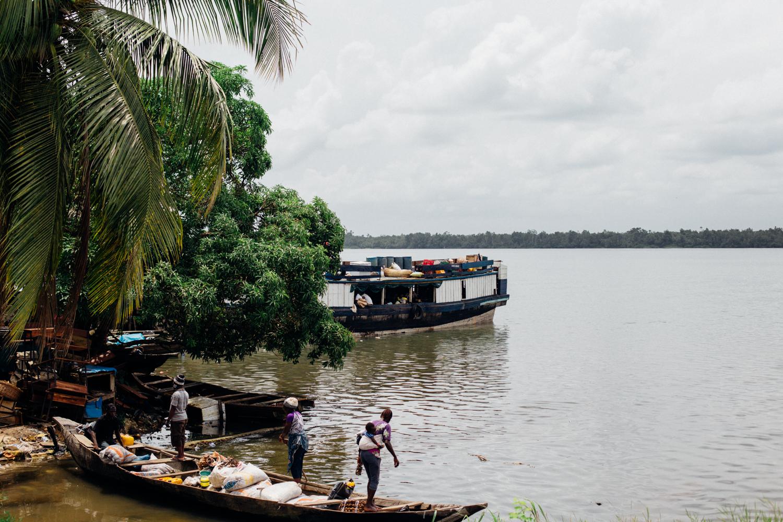 Canoes at shore in Koko