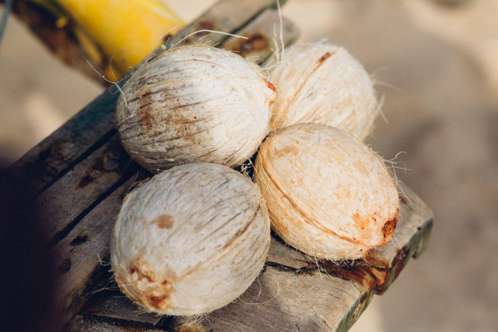 Peeled coconuts